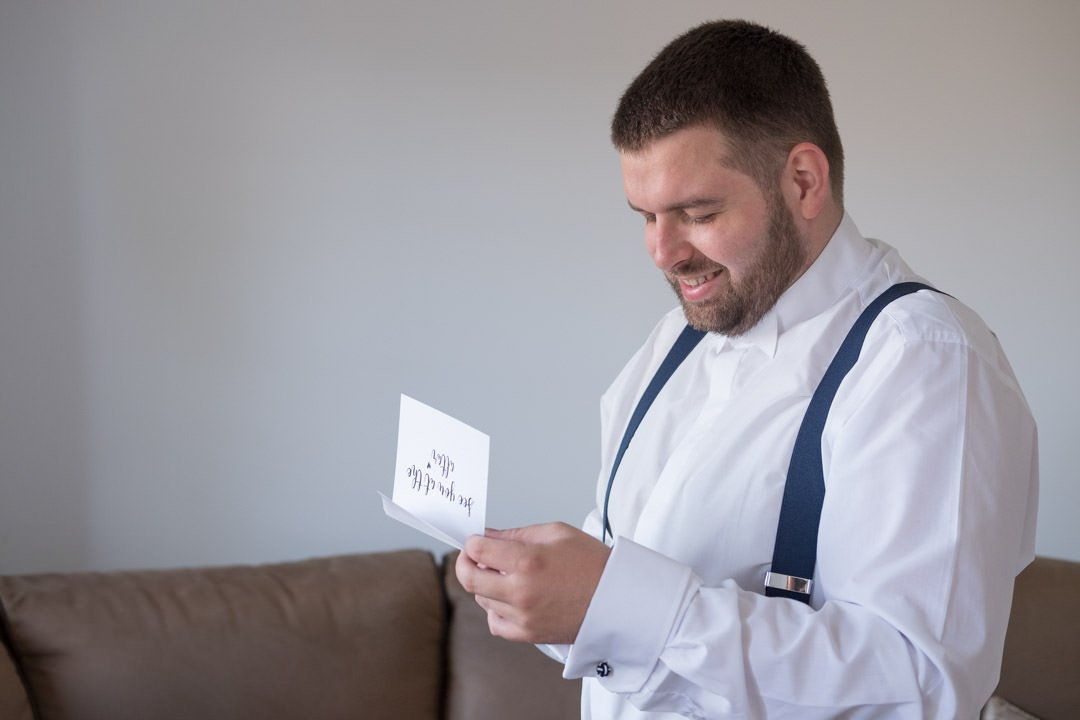 groom reads the bride's letter